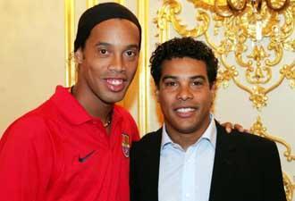 Ronaldinho y Roberto de Assis Moreira