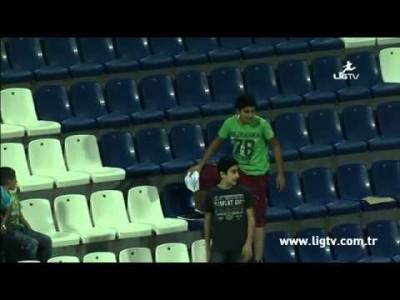 Игрока турецкого «Касымпаша» фанат оставил без футболки