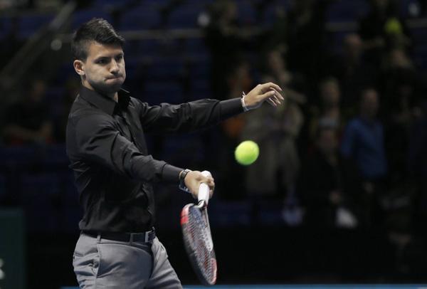Серхио Агуэро итрает в теннис