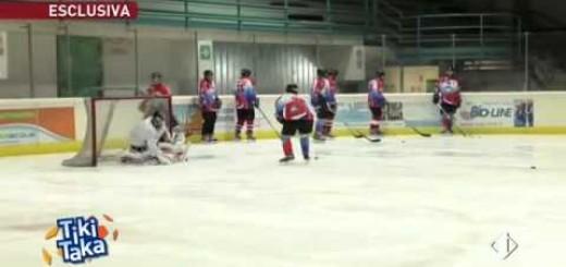 Дисквалифицированный из-за скандала футболист Виталий Кутузов переквалифицировался в хоккеисты