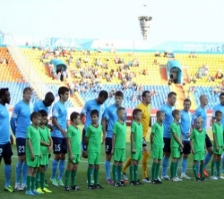 Российские футбольные клубы воздадут дань памяти погибшим в Великой Отечественной войне. Так, матч чемпионата России в премьер-лиге между самарскими «Крыльями Советов» и казанским «Рубином» будет начат минутой молчания.